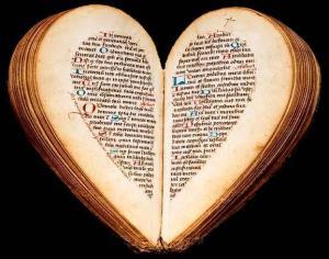 livres-forme-coeur-L-KfXbem